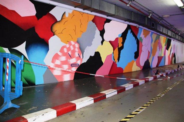 Mural del artista Grip Face en un aparcamiento público
