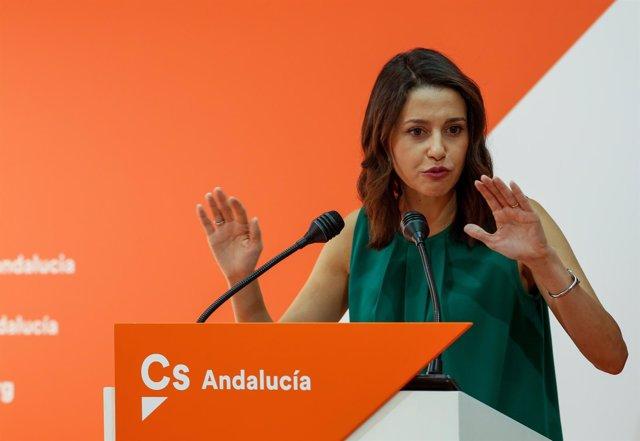 La portavoz nacional de Cs, Inés Arrimadas, en rueda de prensa en Sevilla.