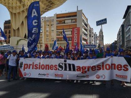 Cientos de personas se manifiestan en Sevilla bajo el lema 'Prisiones sin agresiones'