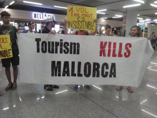 Protesta de Ciutat és per a qui l'habita contra el turismo masivo
