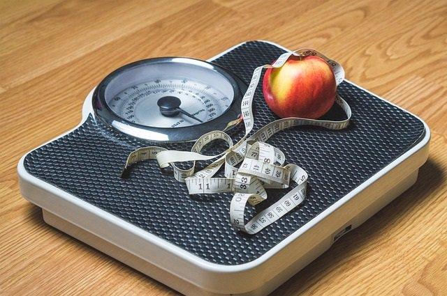 Perder peso, balanza,cinta métrica, adelgazar