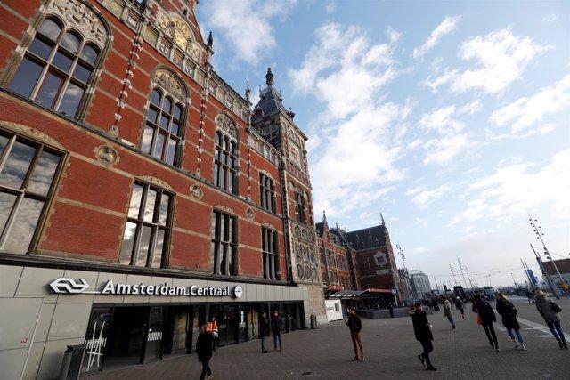 Estación Central de Ferrocarril de Ámsterdam