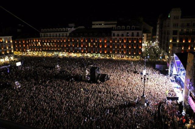 Valladolid.- Lleno absoluto de la Plaza Mayor durante el concierto de OT