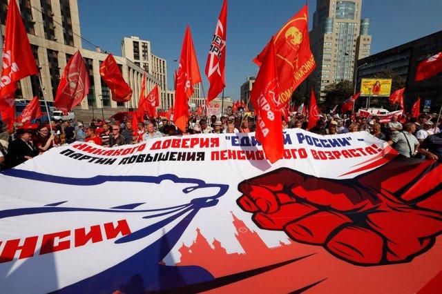 Manifestación cominista contra la subida de la edad de jubilación en Moscú