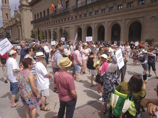 Concentración de jubilados y pensionistas en la plaza del Pilar en julio