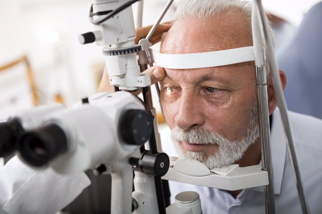 Revisión ocular, óptico, oculista, ojos