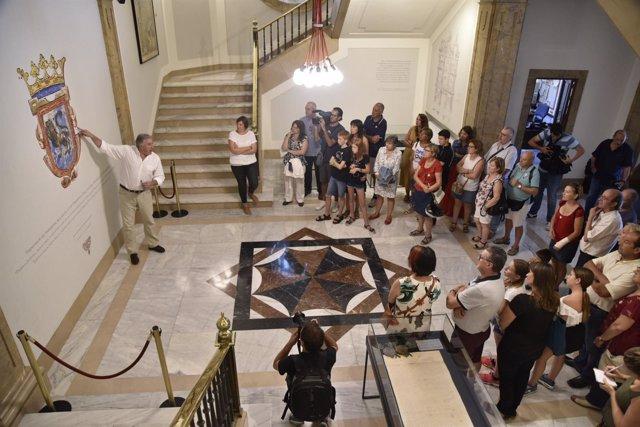 Asiron participa en la primera visita guiada a la Casa Consistorial