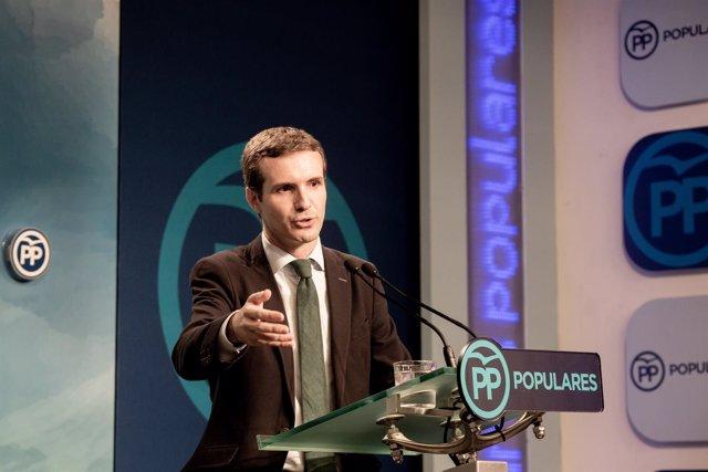 El líder del PP, Pablo Casado, da un rueda de prensa tras conocerse que la juez