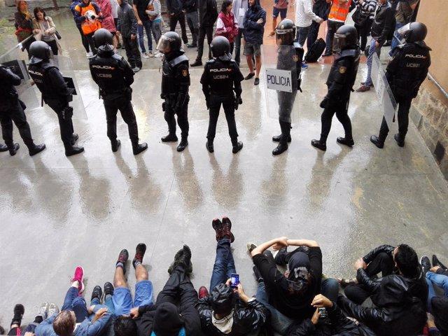 Guardia Civil y Policía Nacional requisan urnas del referéndum del 1-O (recurso)
