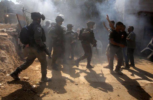 Enfrentamientos durante una demolición en Al Ualaja (Cisjordania)