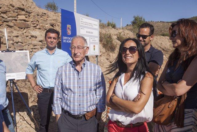 Visita de Gabriel Amat, presidente de la Diputación, al Camino de los Chopos.