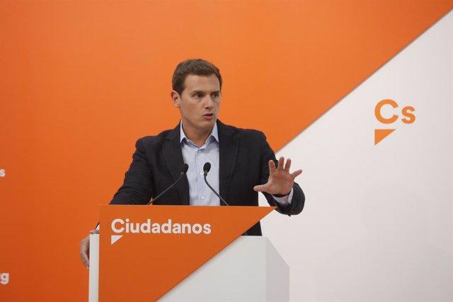 El presidente de Ciudadanos, Albert Rivera, en una rueda de prensa en la sede de