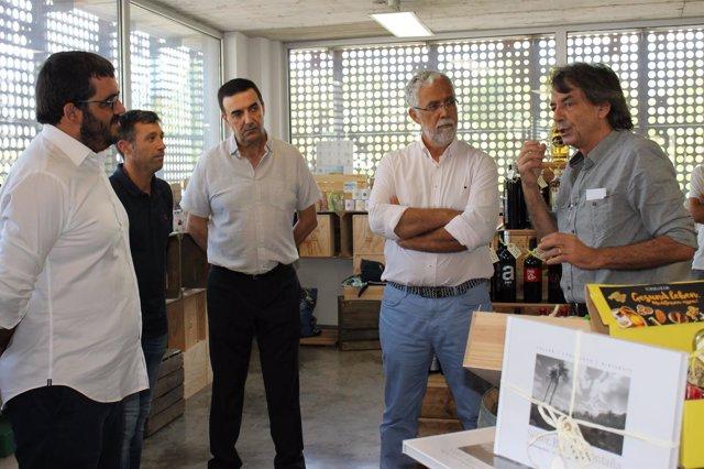 El conseller Vicenç Vidal visita las instalaciones de la empresa Fet a Sóller