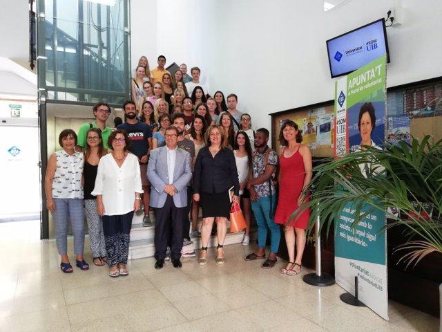 Fanny Tur en la bienvenida a los estudiantes de estancia lingüística de verano