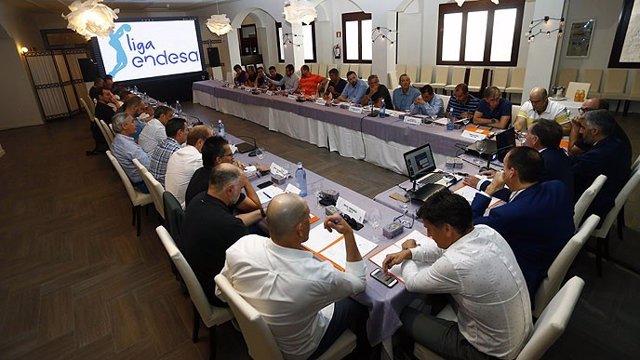 Reunión arbitral con entrenadores y directores deportivos de la ACB
