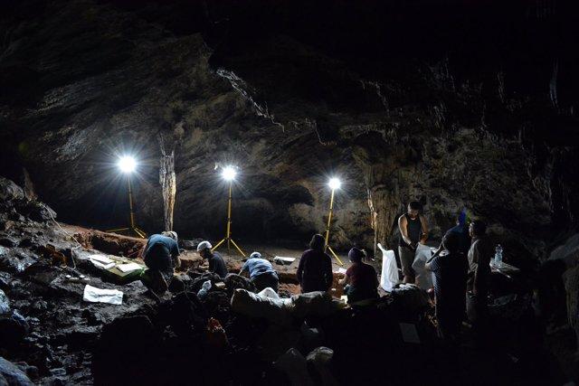 Científicos De La Uca Inician Nueva Campaña Excavaciones Cueva De Ardales