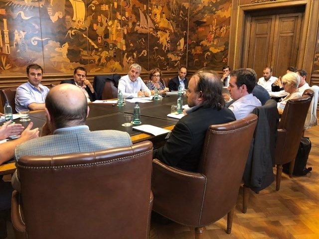 Collboni se reúne con comerciantes y restauradores de Barcelona