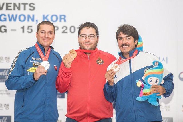 Alberto Fernández con su oro mundial de Trap