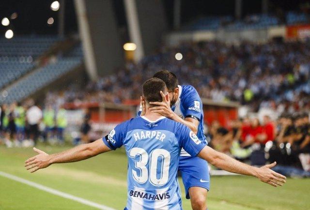 Harper celebra su gol con Pacheco