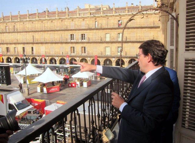 Fernández Mañueco este martes en la Plaza Mayor.