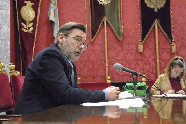 El portavoz del equipo de gobierno de Granada, Baldomero Oliver.