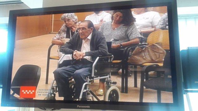 El doctor Vela en la segunda sesión del juicio de bebés robados