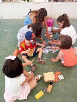 Un grupo de niños durante la celebración de una de las actividades familiares.