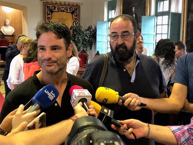 Salvador Hervás y Juan Carlos Trujillo (Cs-Linares) tras el pleno extraordinario