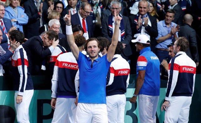 Un imperial Lucas Pouille da a Francia su décima Copa Davis en el punto decisivo