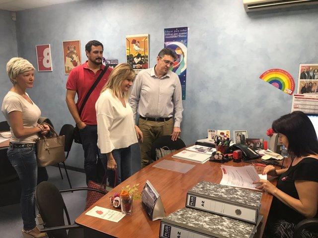 El equipo de primarias Pilar Alegría presenta documentación en sede PSOE