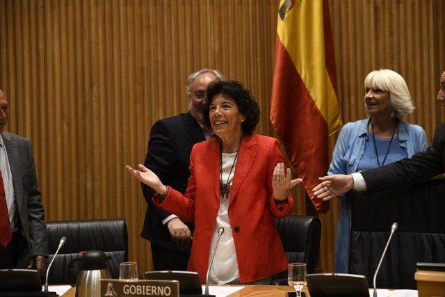 La ministra de Educación y Formación Profesional, Isabel Celáa, comparece en la