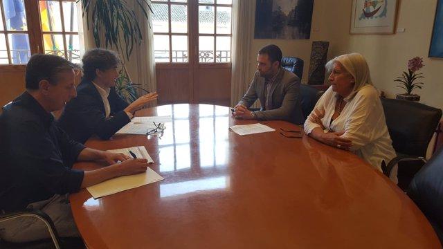 Reunión entre Francesc Colomer y el alcalde de Requena