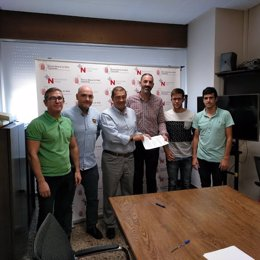 Representantes de Salud y el Ayuntamiento de Corella en la firma del convenio
