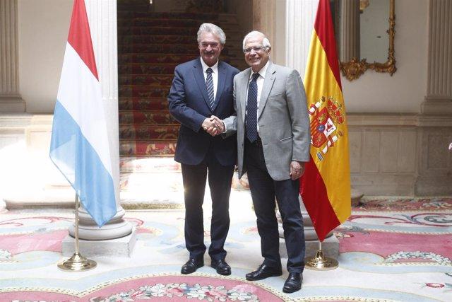 El ministro de Asuntos Exteriores, Unión Europea y Cooperación, Josep Borrell, r