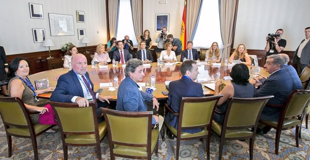 Pablo Casado y la cúpula del PP, con asociaciones de jueces y fiscales