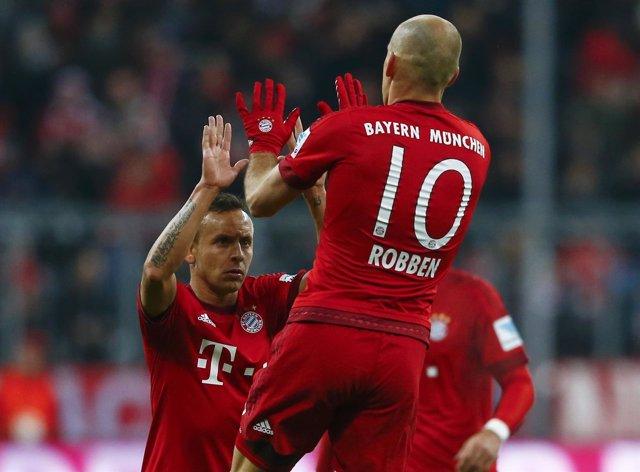 Rafinha y Robben del Bayern de Múnich