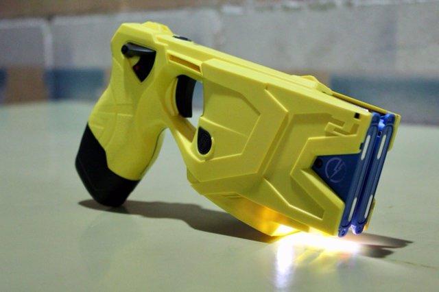 Pistola eléctrica Taser usada por los Mossos d'Esquadra