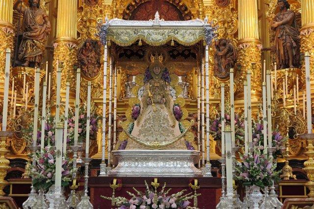 La Virgen del Rocío ya preparada para la salida extraordinaria del 8 de septiemb