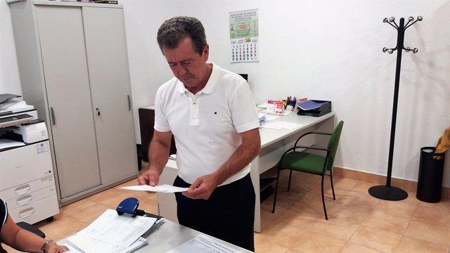 Fernández interponiendo la demanda de conciliación