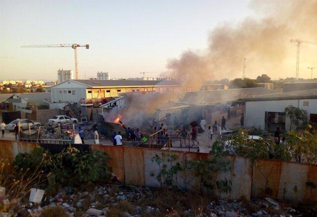 Un cohete impacta en un campamento de desplazados en Trípoli