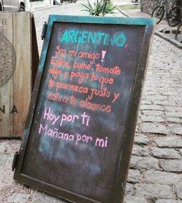 Cartel del restaurante uruguayo 'Gitana Gastrobar'