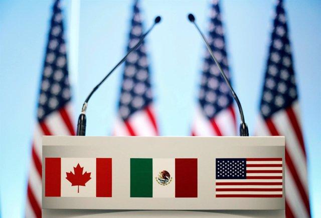 Banderas de México, Canadá y Estados Unidos