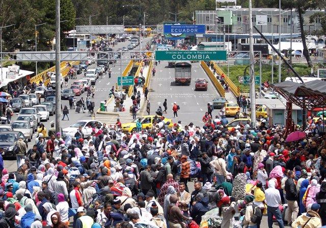 Inmigrantes Venezolanos en la frontera de Ecuador