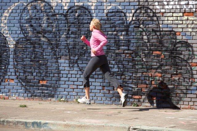 Ejercicio y contaminación, correr, corriendo, running, grafiti, footing