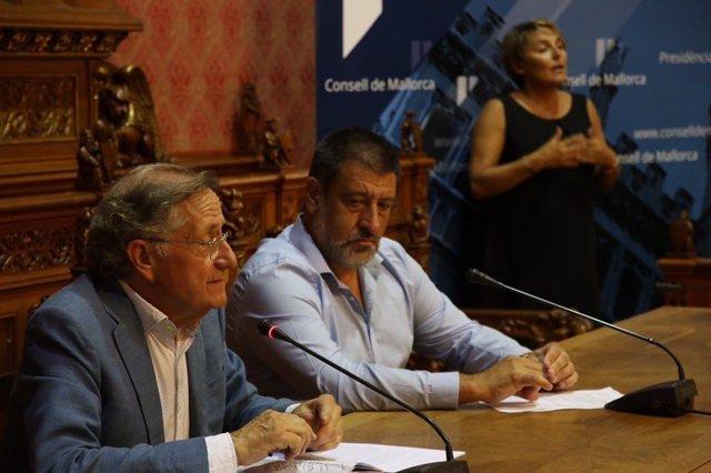 El periodista Josep Ramoneda y el conseller Jesús Jurado en'Xerrades al Consell'