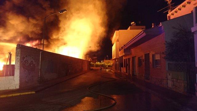 Incendio en una fábrica de Alginet