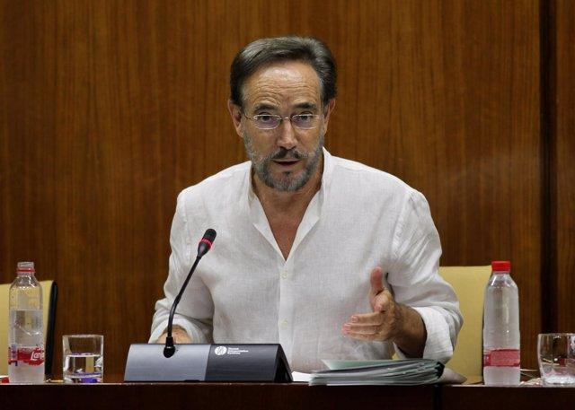 El consejero de Fomento y Vivienda, Felipe López, en comisión parlamentaria