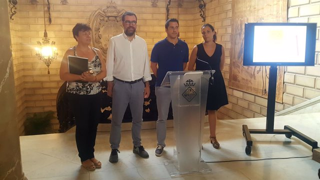 Susana Moll, Antoni Noguera y Rodrigo A. Romero en una rueda de prensa