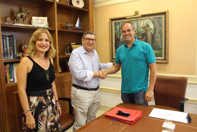 Vélez-Málaga firma contrato con parcela del Parque Tecnoalimentario
