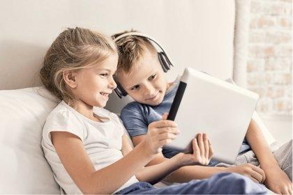Hasta los 18 meses los niños no deben iniciarse en el uso de pantallas